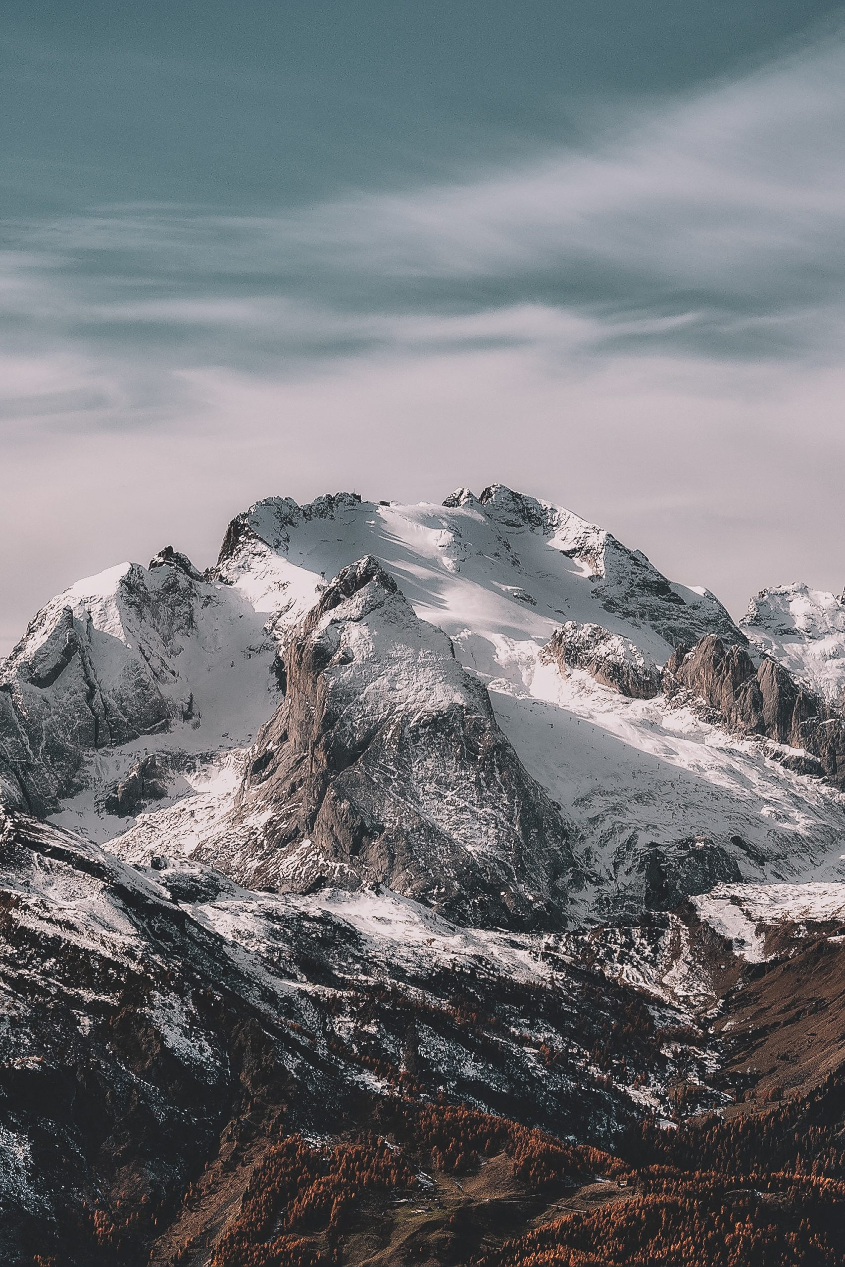 a snow covered mountian